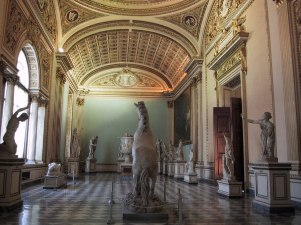 uffizi-gallery-museum-florence-italy